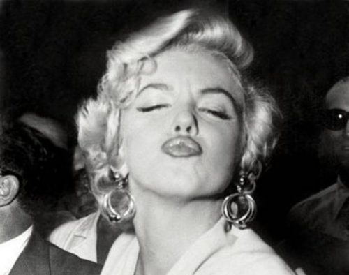 Kissingmarilyn Monroe